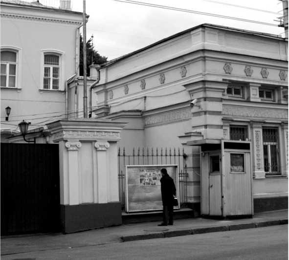 Милицейская будка возле посольства США в Москве
